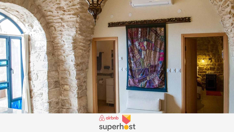 משופצת ומחודשת עם שירותים מודרנייםחדרים עם תקרות מקוערות בני 300 שנה